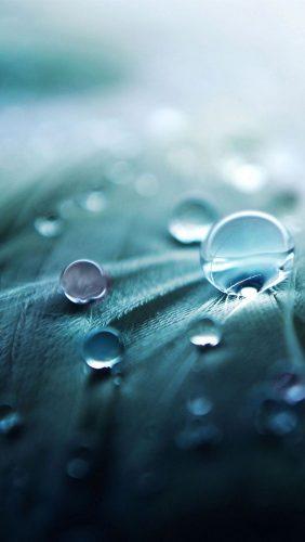Molécule d'eau, liquide incroyable, force tranquille