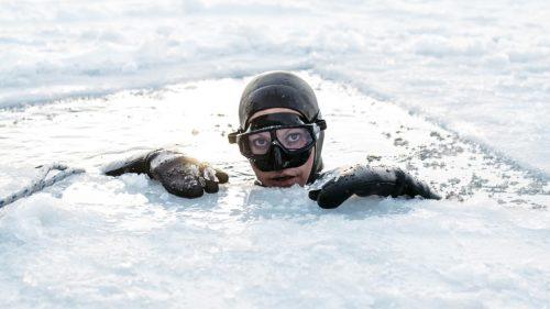 L'apnéiste Johanne Nordblad par Ian Derry, apnée sous glace