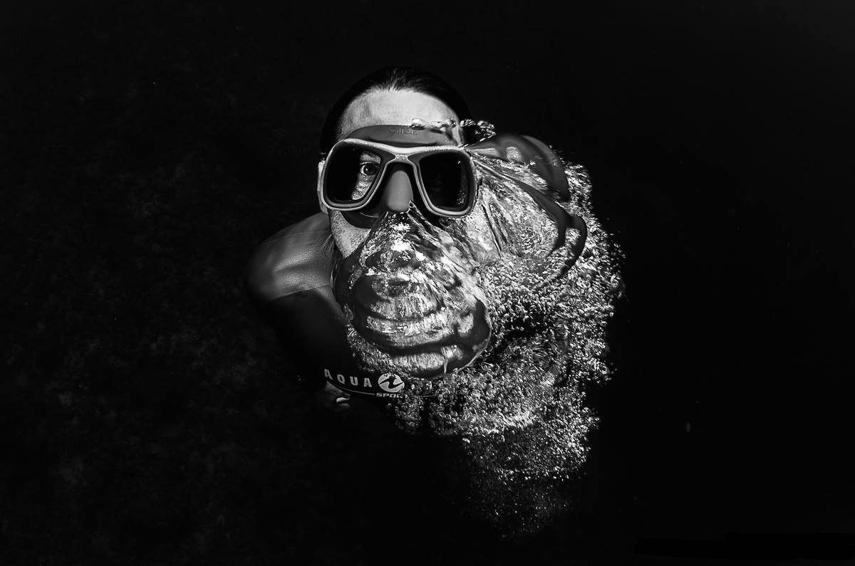 l'apnéiste monégasque Pierre Frolla lors d'une remontée, photo par Greg Lecoeur