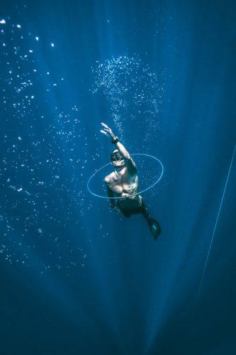 Le réflexe d'immersion chez les mammifères marins et terrestes et chez l'apnéiste