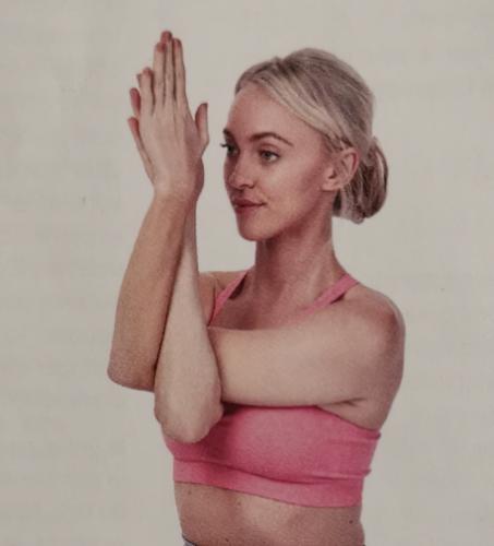 travailler la souplesse des bras pour le triangle de tête en monopalme et en bipalme apnée