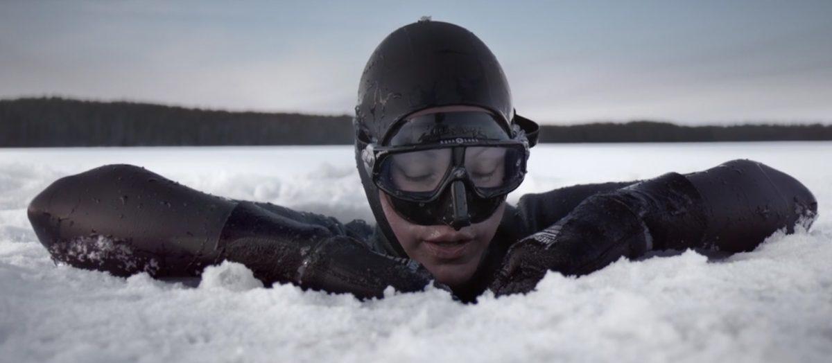 L'apnéiste Johanna Nordblad par Ian Derry, apnée sous glace