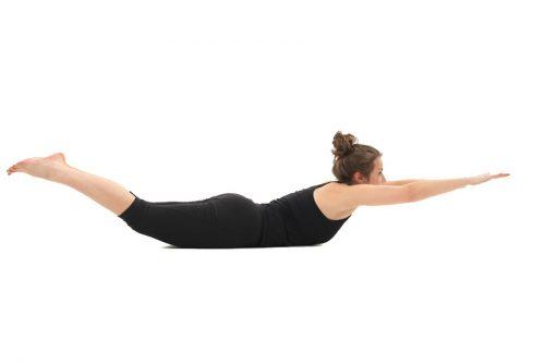 position de yoga pour travailler l'assouplissement du dos et le triangle de tête en apnée